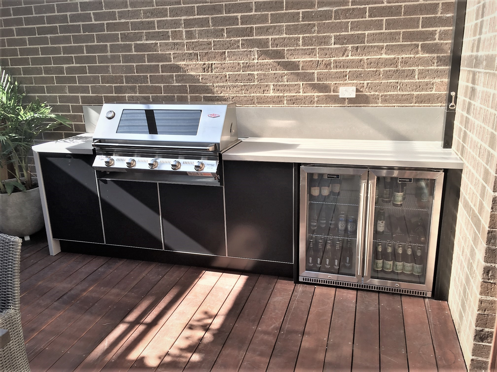 Beefeater Signature 3000S 5 Bnr BBQ with Matte Black cabinets and Dekton Sirocco benchtops 431-2