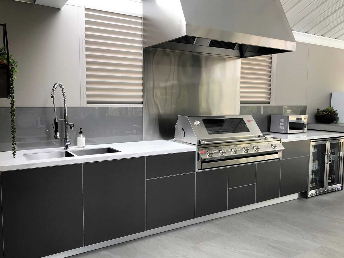 1_Beefeater-Signature-Metallic-Charcoal-Corian-Raincloud-Alfresco-Kitchen-Warragul-Victoria
