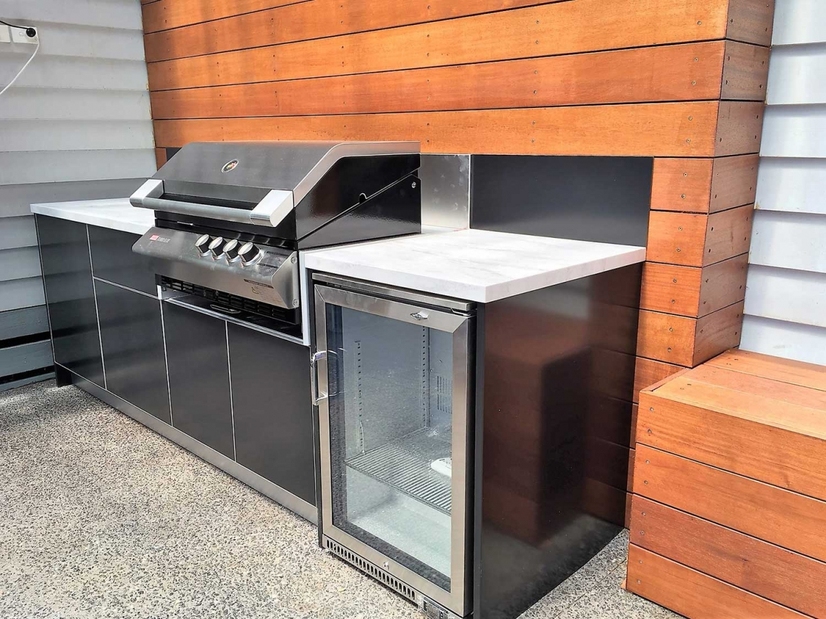 1_Turbo-Elite-BBQ-Matte-Black-Corian-Raincloud-Chelsea-Outdoor-Kitchen-Project