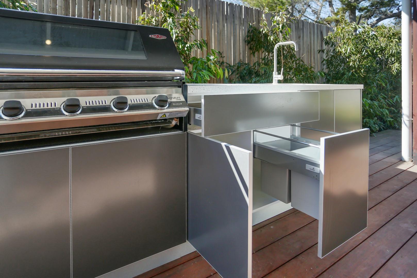 Beefeater 3000E 5 BNR Metallic Charcoal Corian Silver Birch Outdoor Kitchen 6LR