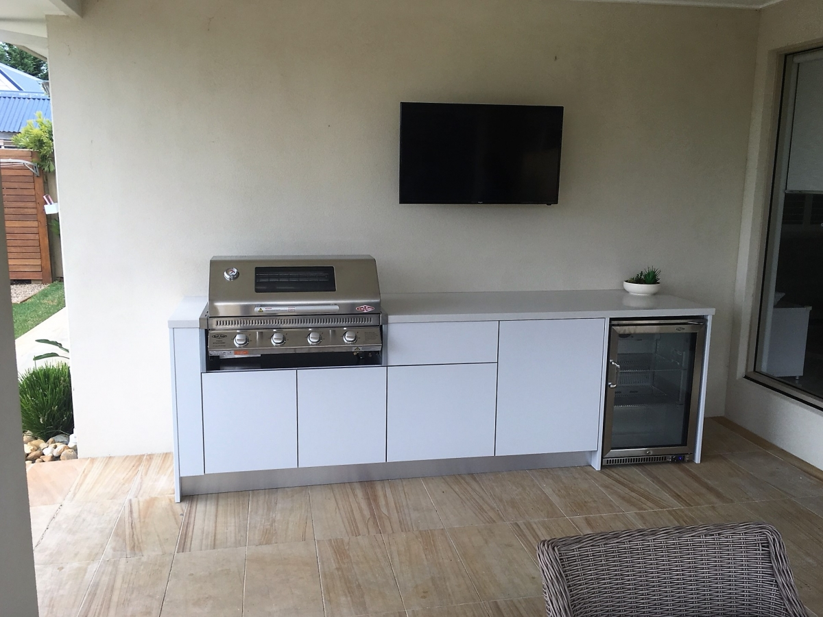 Beefeater-4-Burner-Discovery-Matte-White-Corian-Aspen-Alfresco-Kitchen