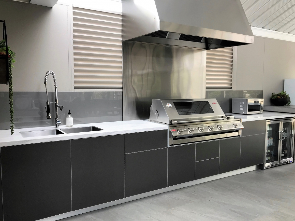 Beefeater-Signature-Metallic-Charcoal-Corian-Raincloud-Alfresco-Kitchen-Warragul-Victoria