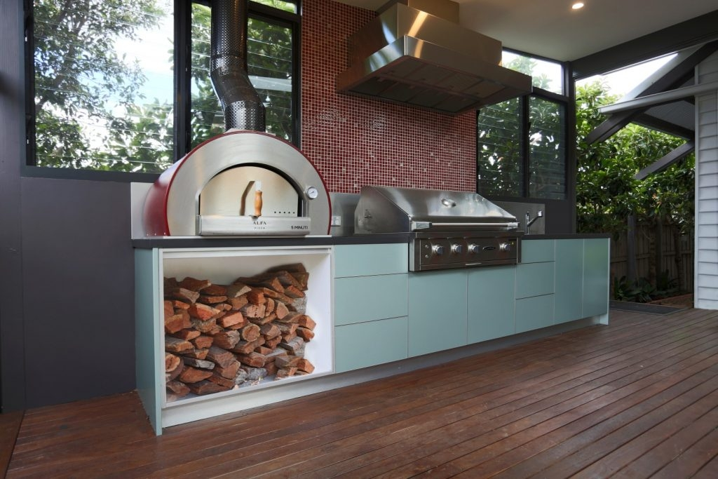 Feature Outdoor Kitchen 7