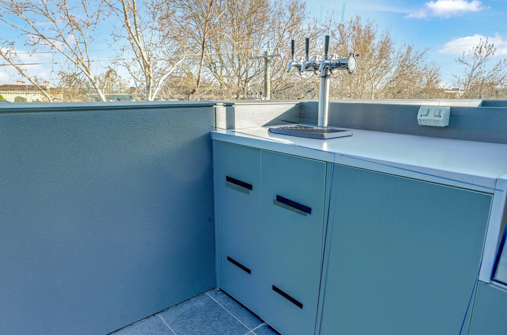 Gasmate 6 BNR BBQ Ash Grey Corian Dove Outdoor Kitchen LR11