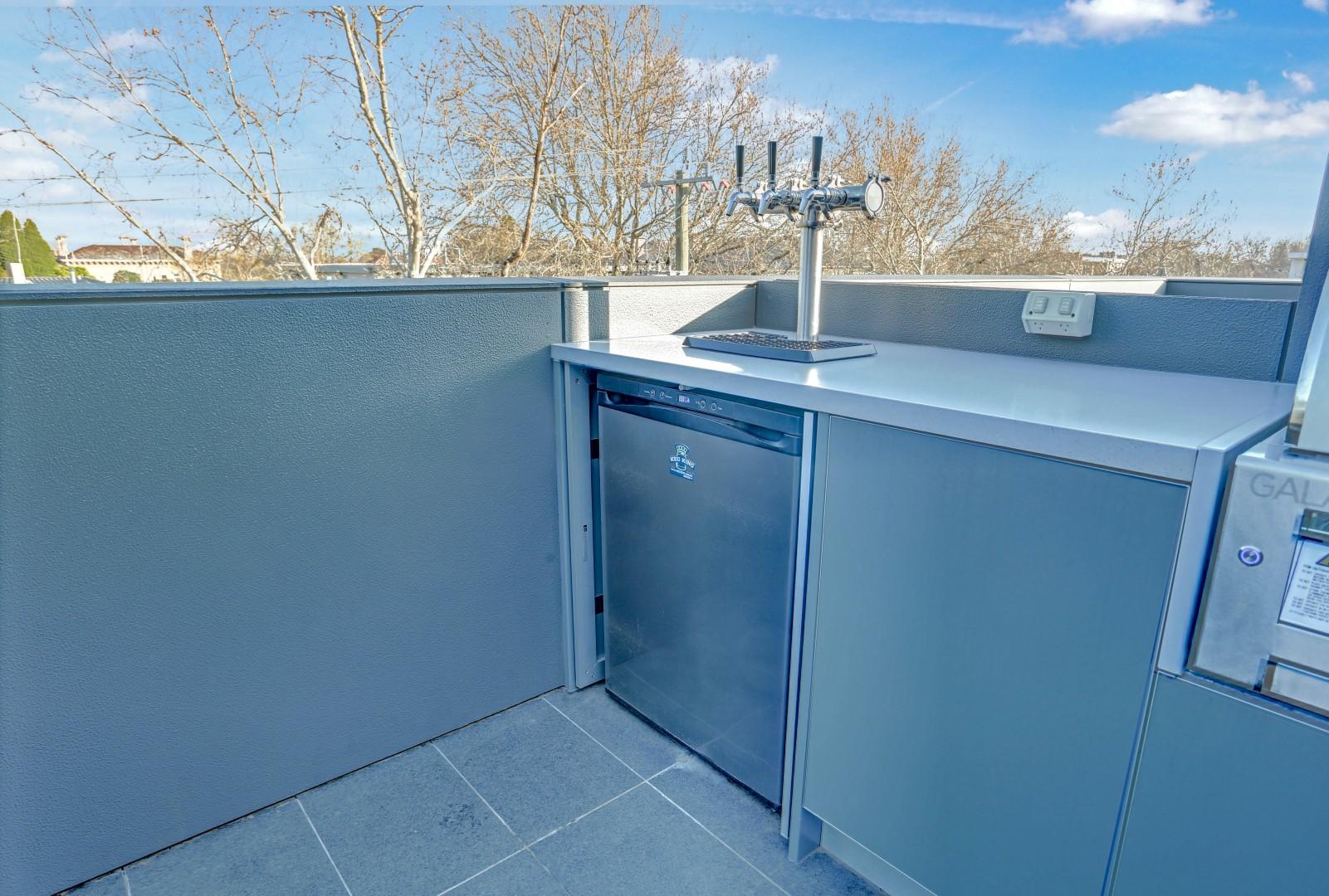 Gasmate 6 BNR BBQ Ash Grey Corian Dove Outdoor Kitchen LR5