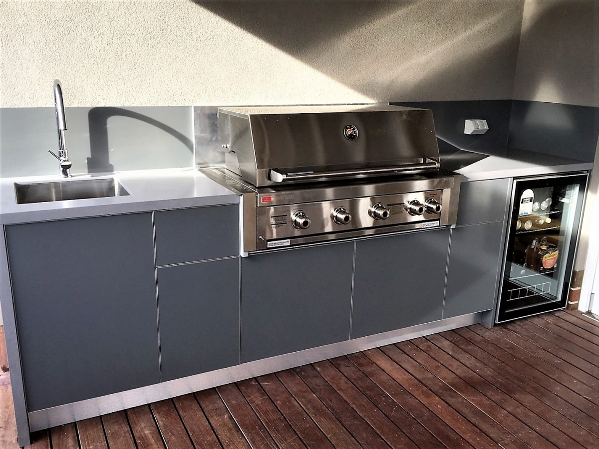 Grand-Turbo-4-BNR-Ash-Grey-Corian-Natural-Grey-Alfresco-Kitchen