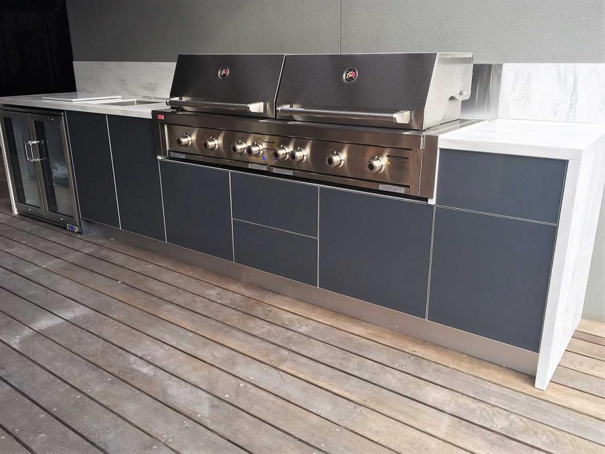 Grand-Turbo-6BNR-Steel-Grey-Corian-Raincloud-Langwarrin-Outdoor-Kitchen-project
