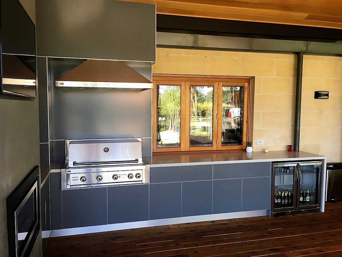 Grand-Turbo-Outdoor-Kitchen-in-Langwarrin-Melbourne-by-LimeTree-Alfresco