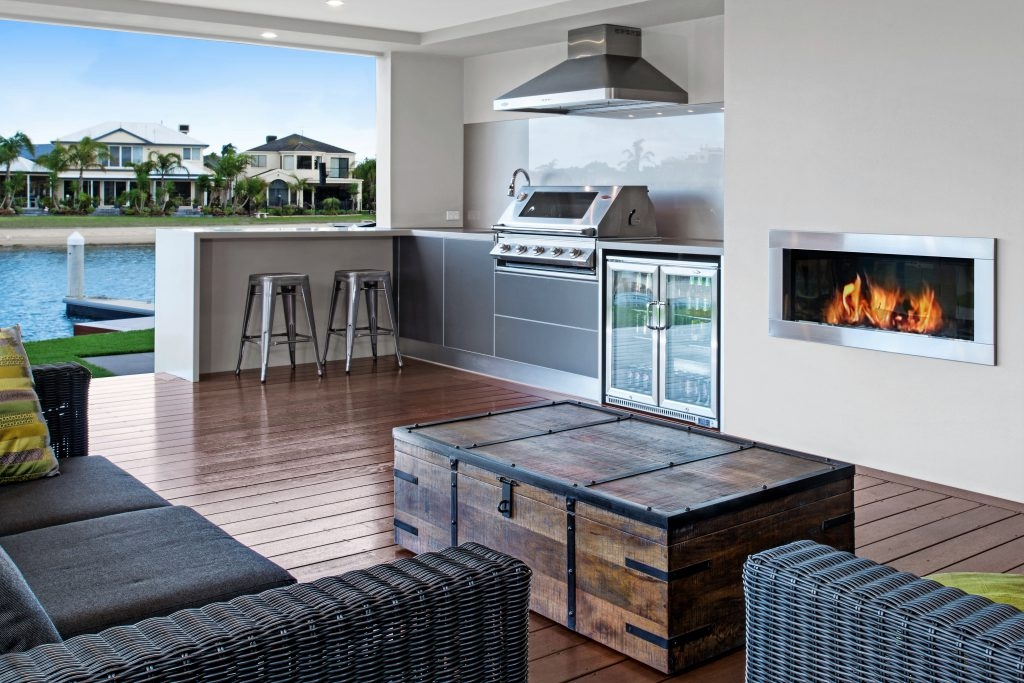 Feature Outdoor Kitchen 10