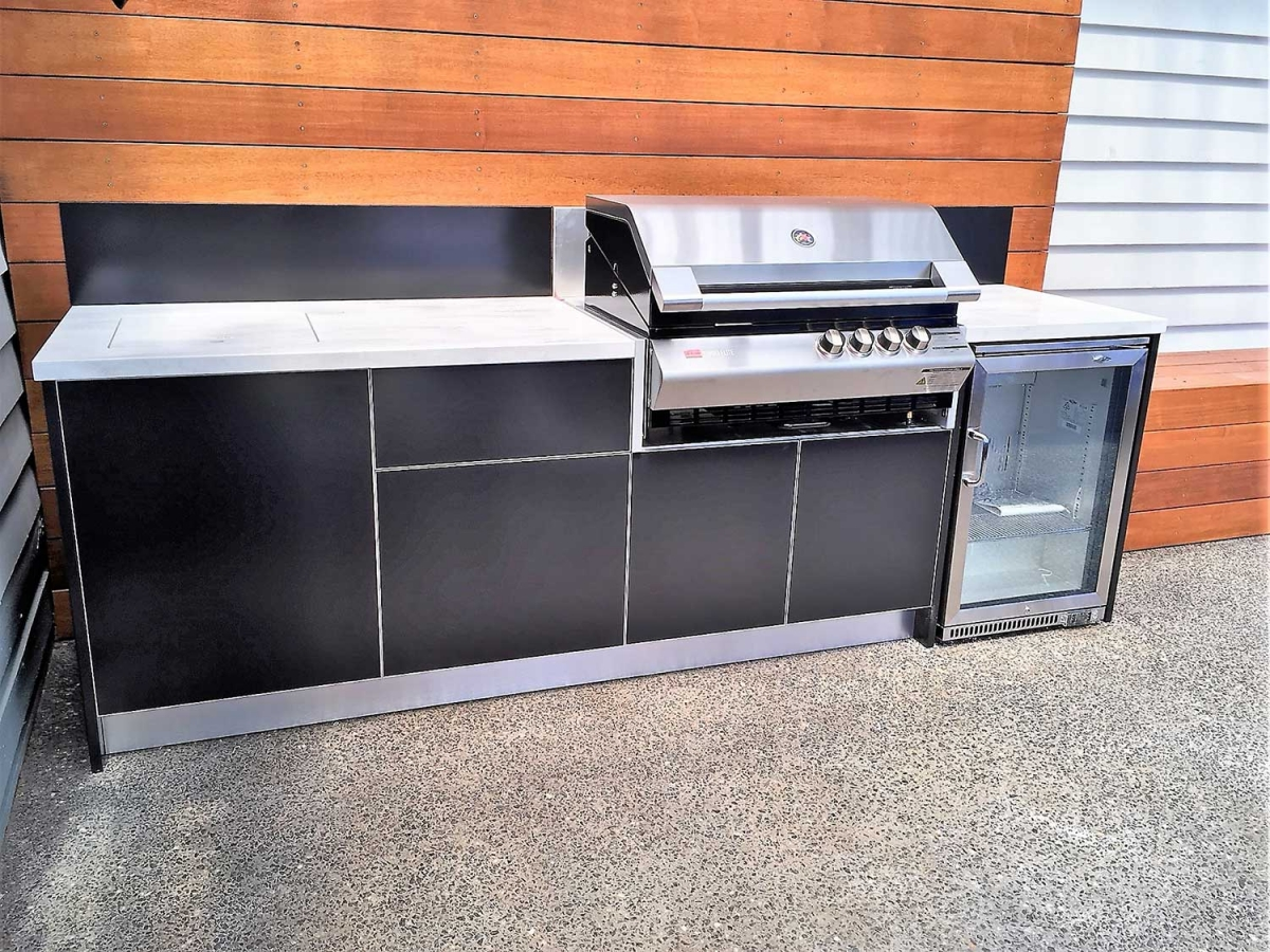 Turbo-Elite-BBQ-Matte-Black-Corian-Raincloud-Chelsea-Outdoor-Kitchen-Project