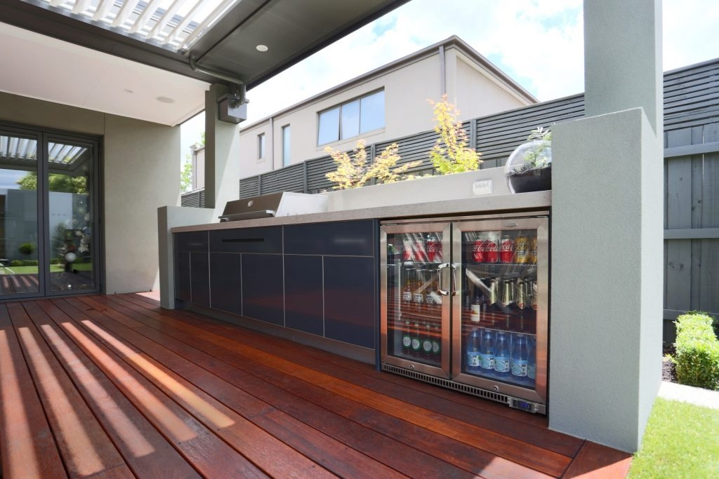 Feature Outdoor Kitchen 11
