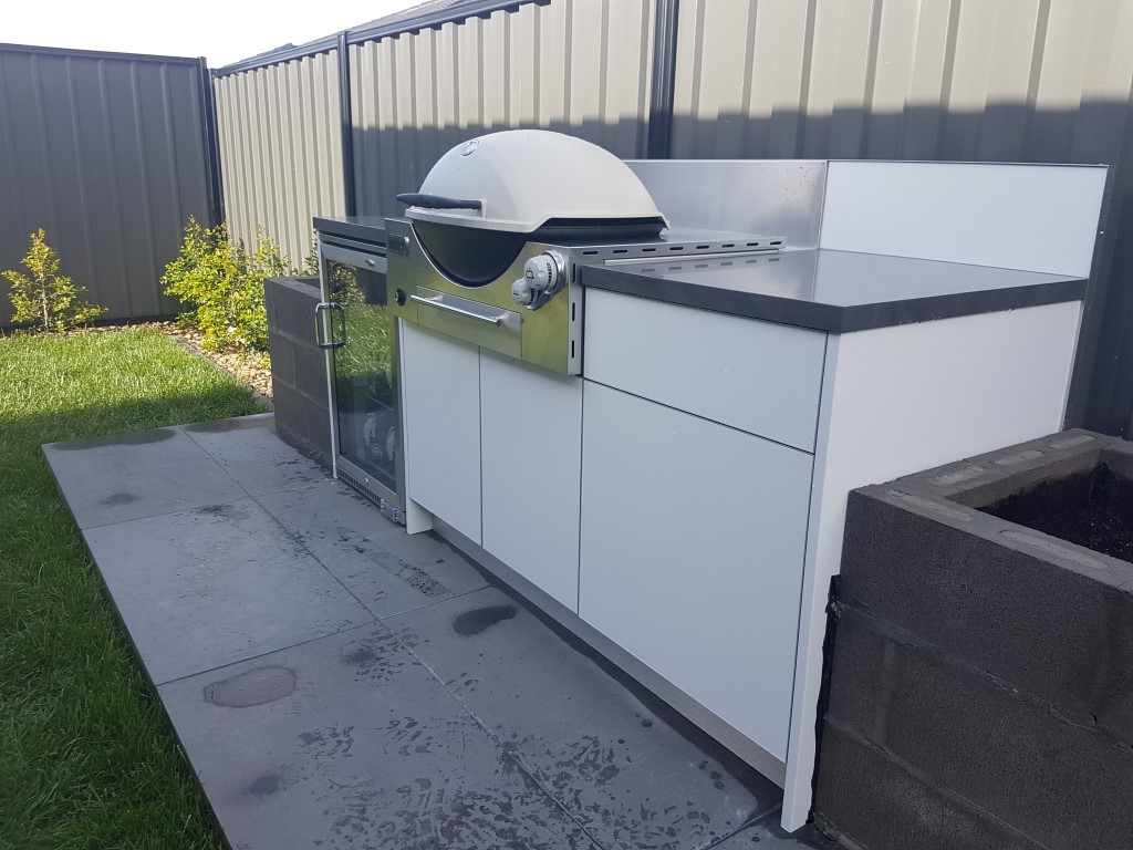 Weber-Family-Q3600-Matte-White-Corian-Carbon-Concrete-Outdoor-Kitchen
