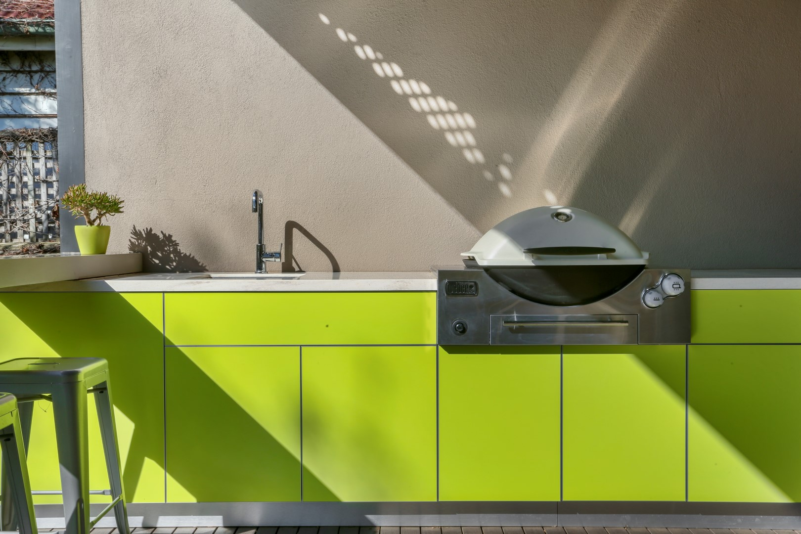 Weber-Q3600-Dulux-Rainforest-Glow-Corian-Concrete-and-Clam-Shell-Alfresco-Kitchen-7-1