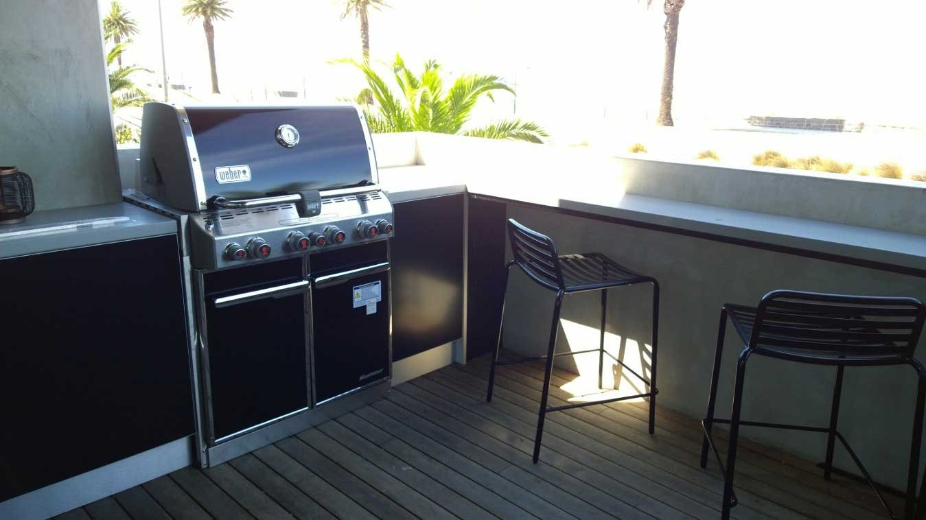 Weber-Summit-E460-Matte-Black-Corian-Dove-Outdoor-Kitchen